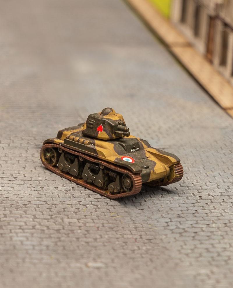 """reproduction du célèbre char d'assaut français """"R35"""" à l'échelle 1:100"""
